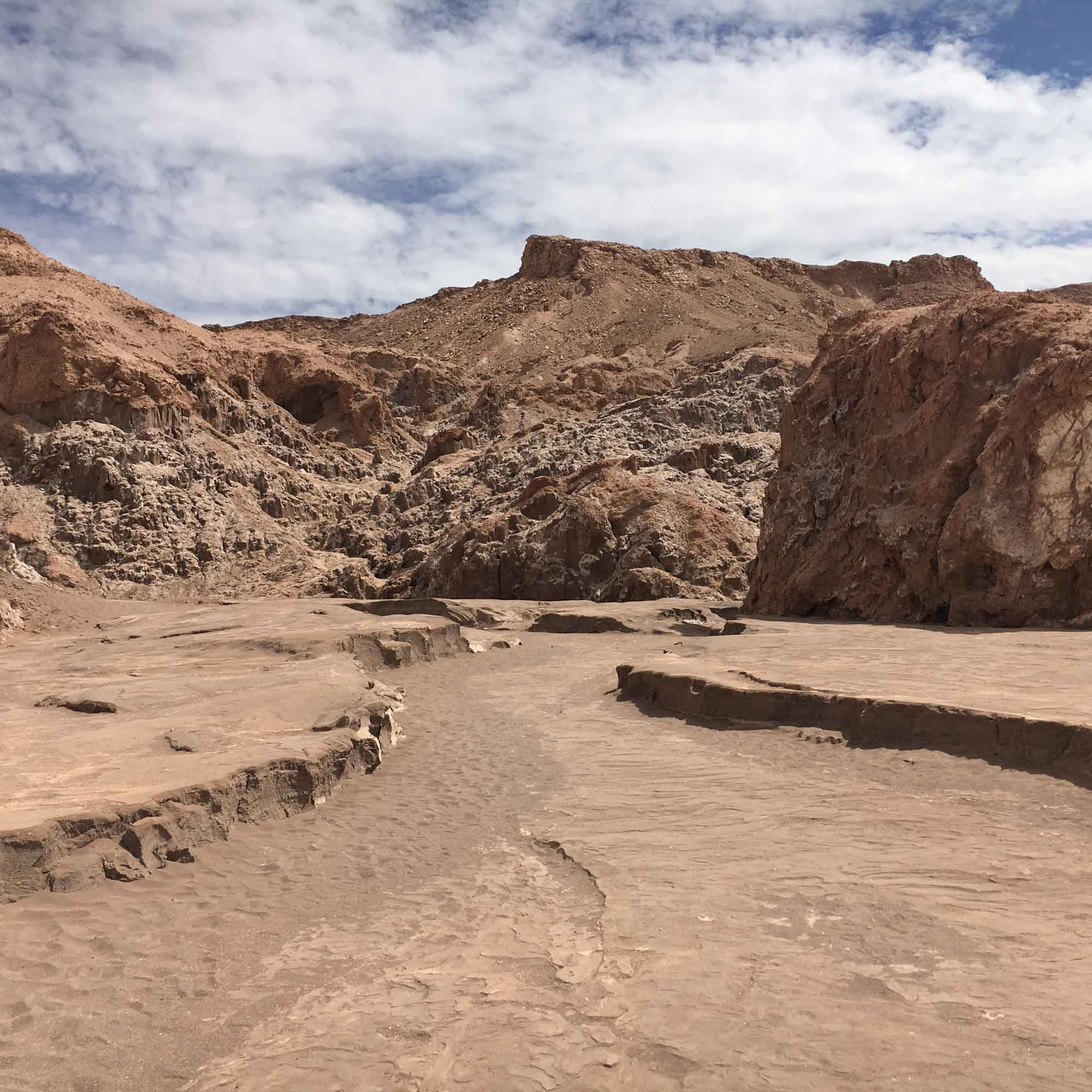 Cycling path to Valle de la Luna